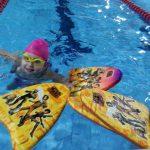 Zabawa z deską - szkoła pływania Hanami Bydgoszcz