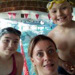 Pani Kamila z uczniami - szkoła pływania Bydgoszcz